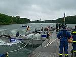 Bau einer Pontonbrücke in Speyer 2006 (Bild: thw.de)